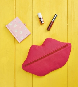 Kissable Clutch