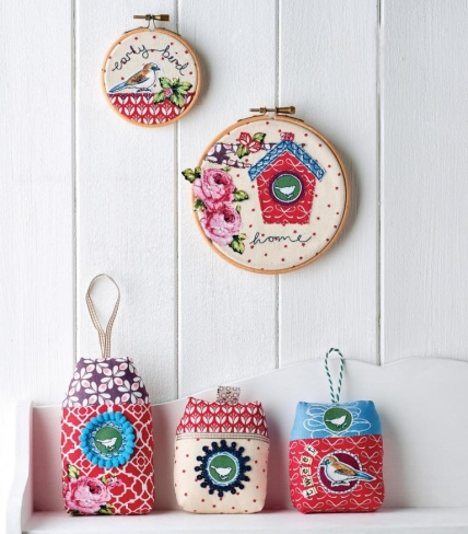 Birdhouse and hoop set