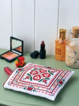 Bulgarian cross stitch makeup purse