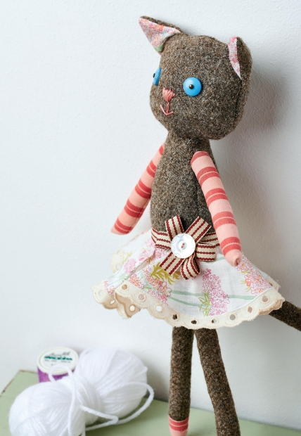 Tweed Cat Doll - Free sewing patterns - Sew Magazine
