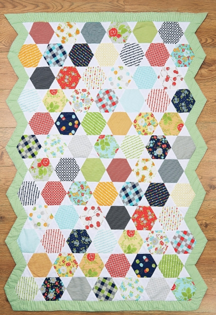 Honeycomb Moda Happy-Go-Lucky Hexagon Quilt - Free sewing patterns ... : honeycomb quilt pattern - Adamdwight.com