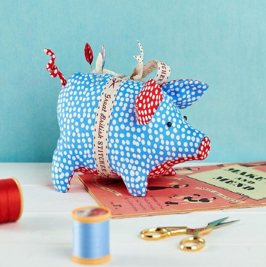 Piggy Pincushion - Free sewing patterns - Sew Magazine