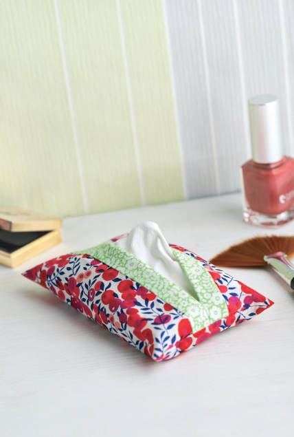 Lunchtime Make: Floral Tissue Pouch