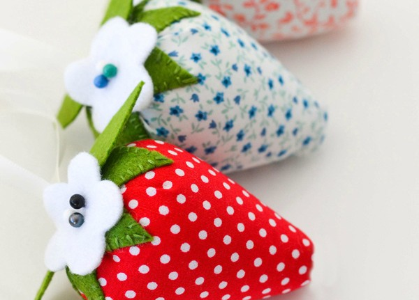 Make a strawberry pincushion