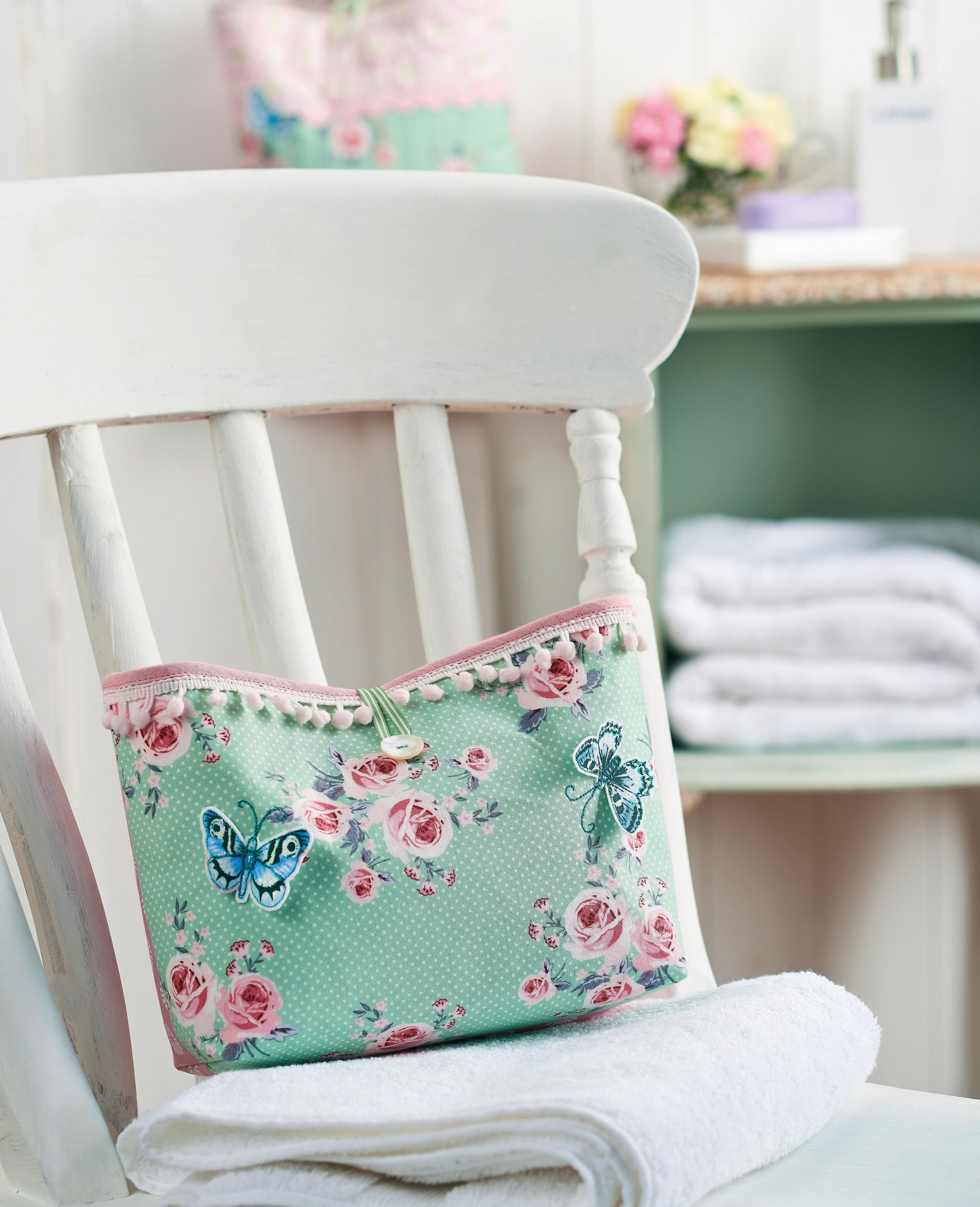floral wash bag and hanging storage bag - free sewing patterns