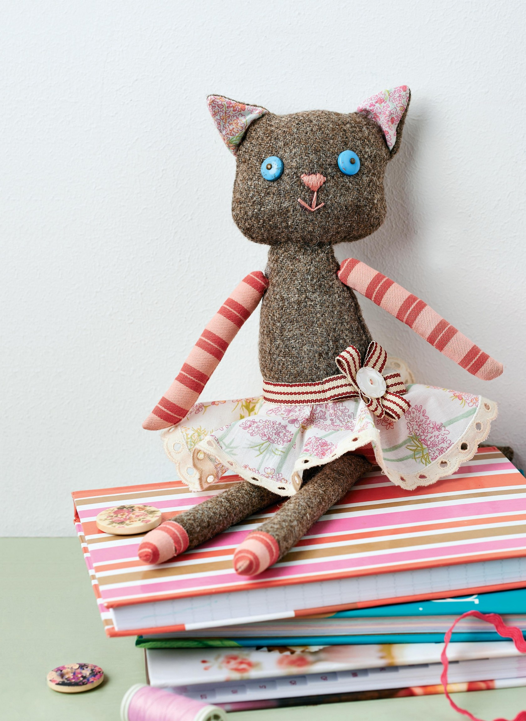 tweed cat doll - free sewing patterns