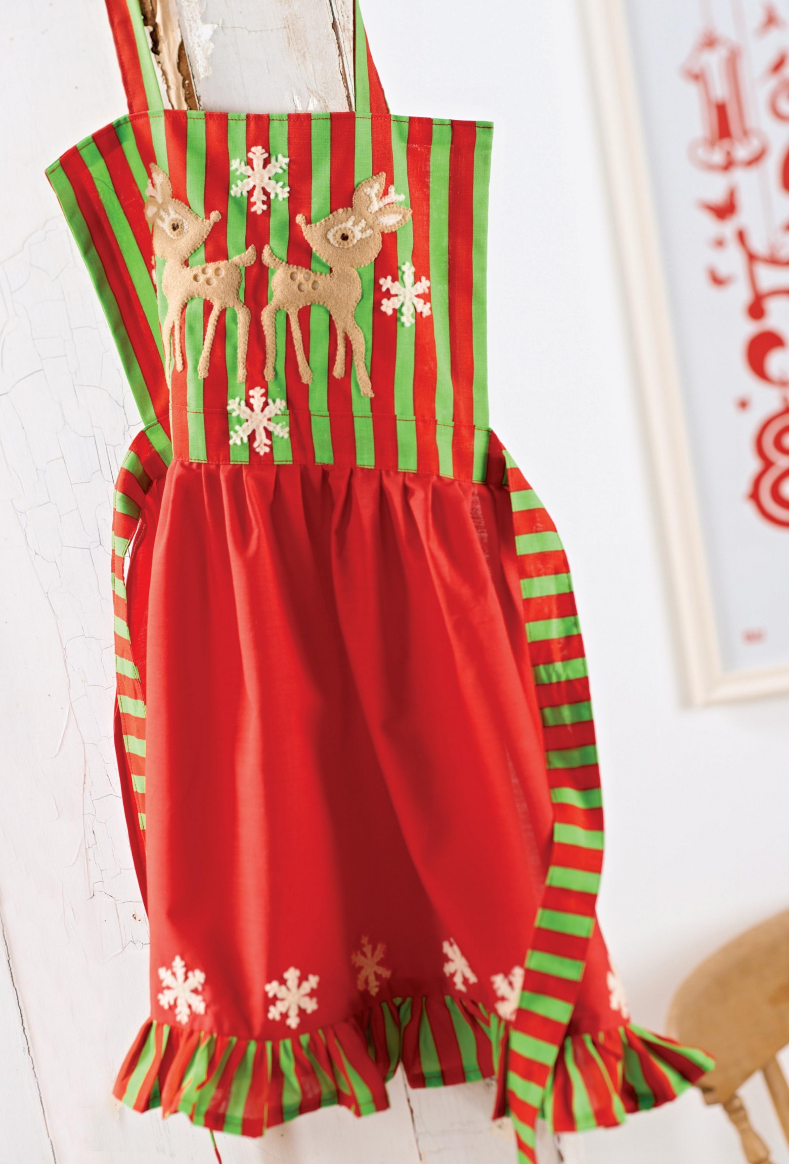 Festive Reindeer Apron Free Sewing Patterns Sew Magazine