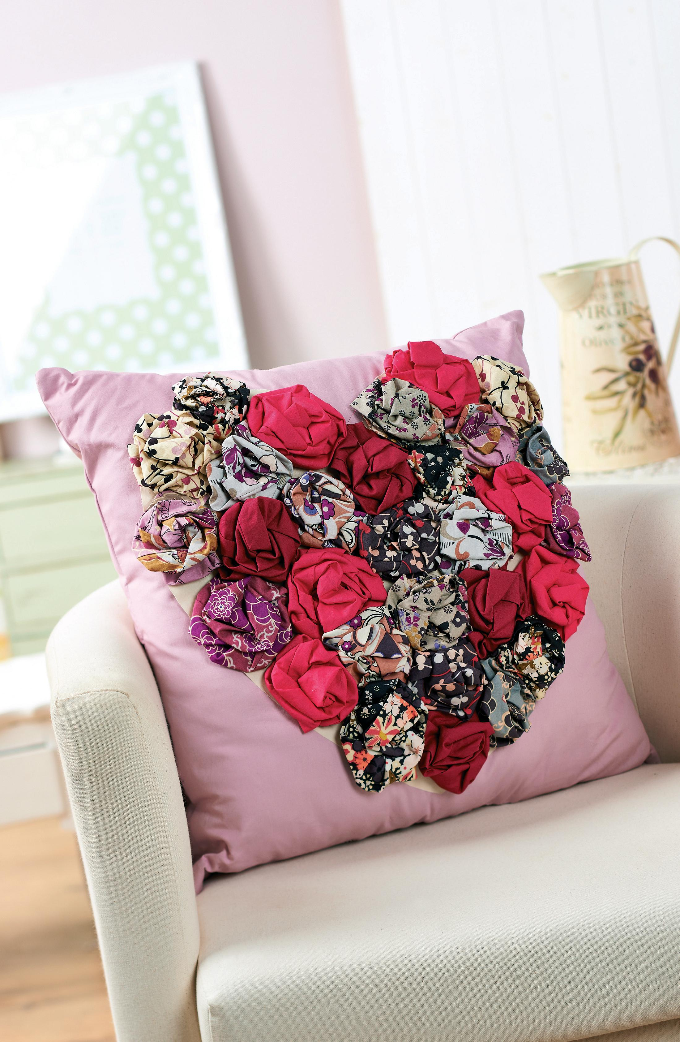 flower heart cushion - free sewing patterns
