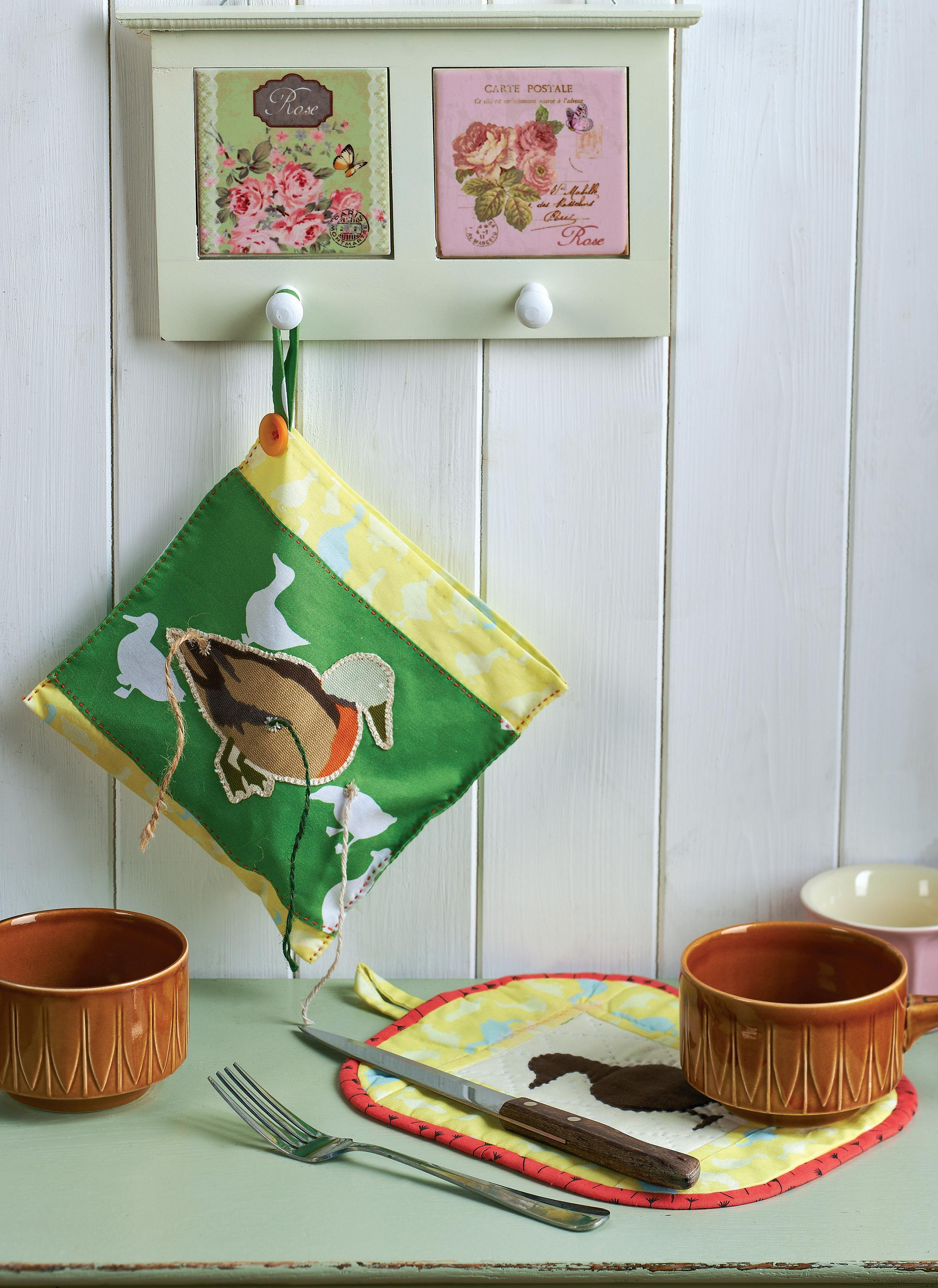 Farmyard Themed Oven Gloves Pot Holder And String