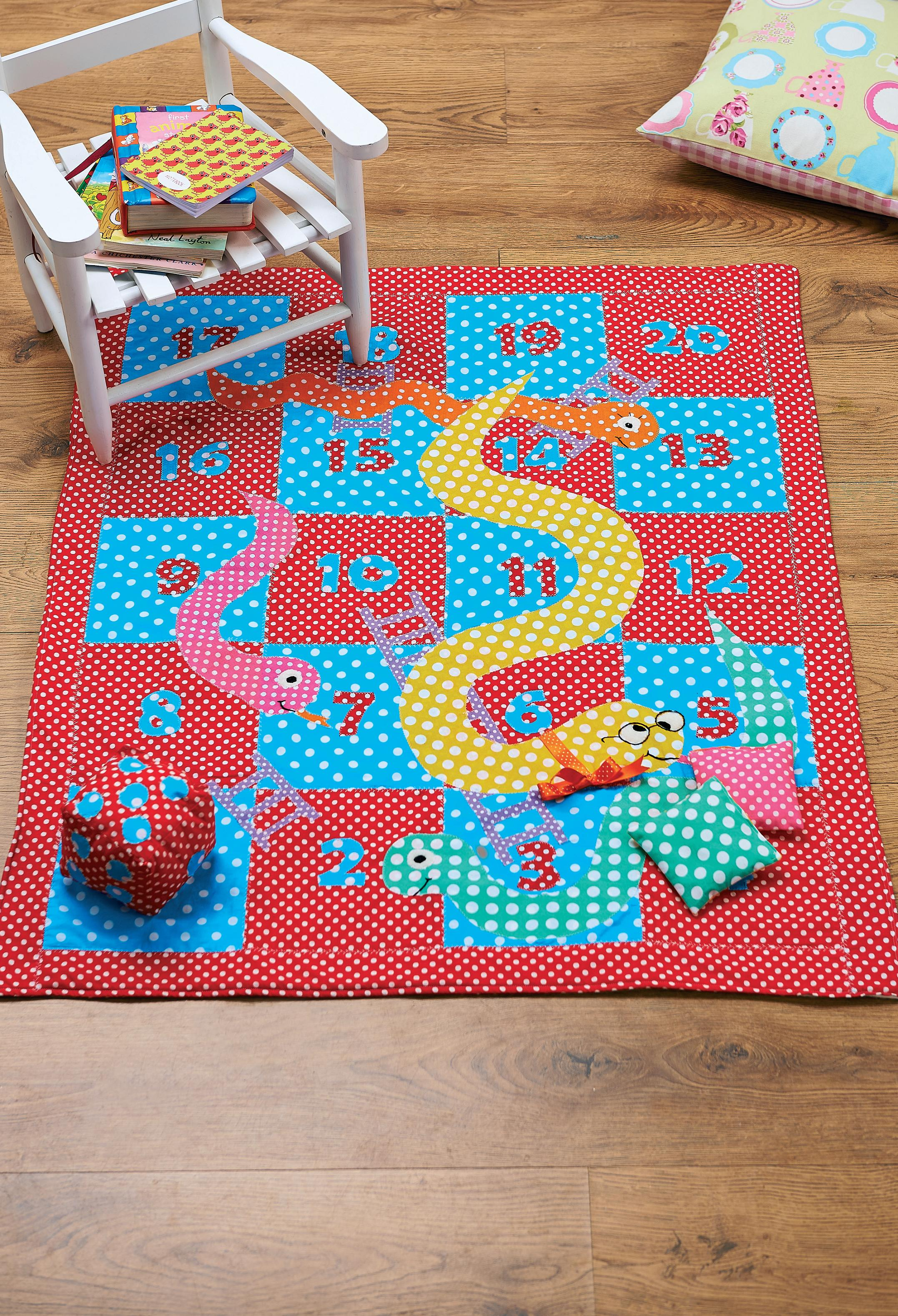 spotty snakes and ladders playmat - free sewing patterns