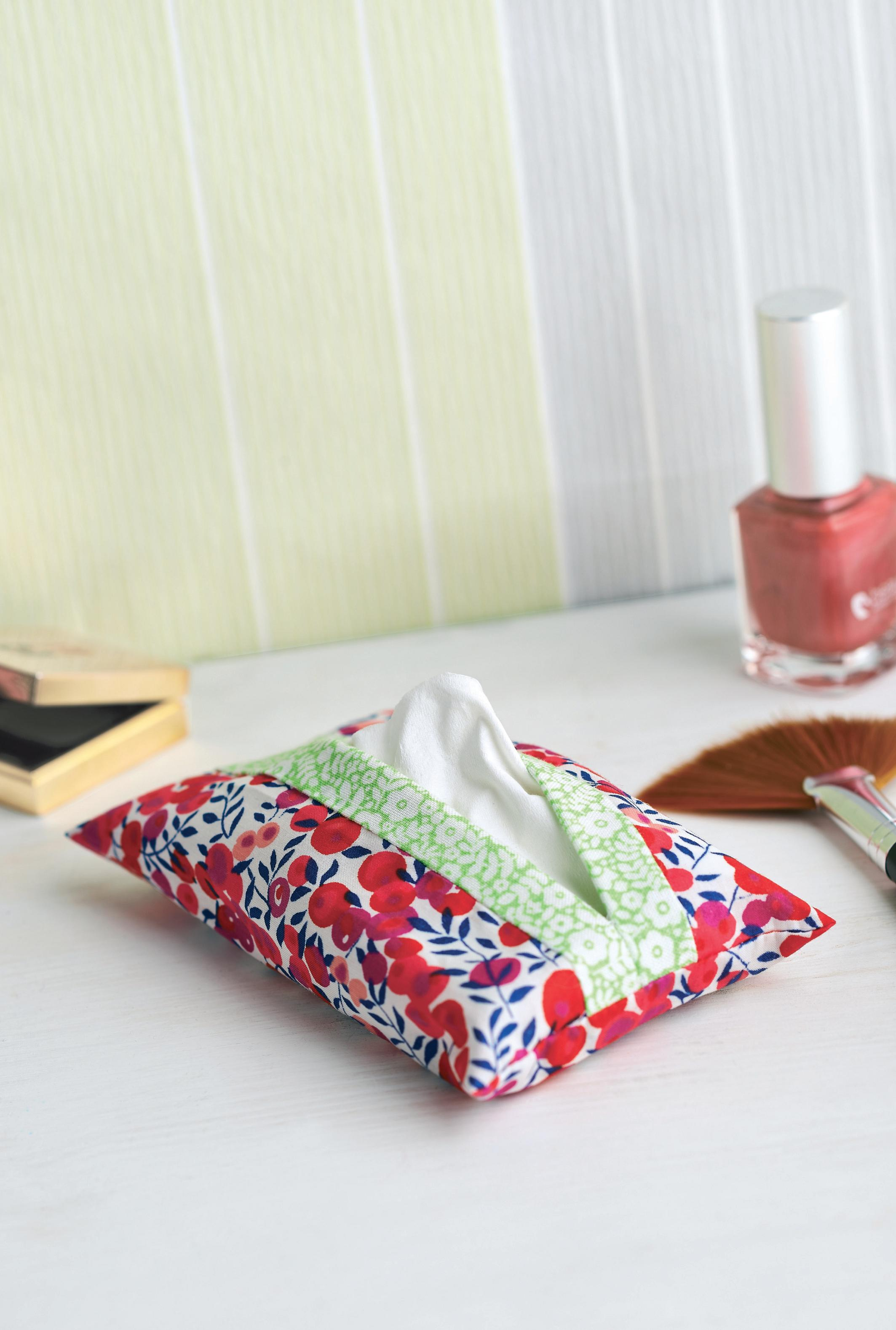 Lunchtime Make Floral Tissue Pouch Free Sewing Patterns